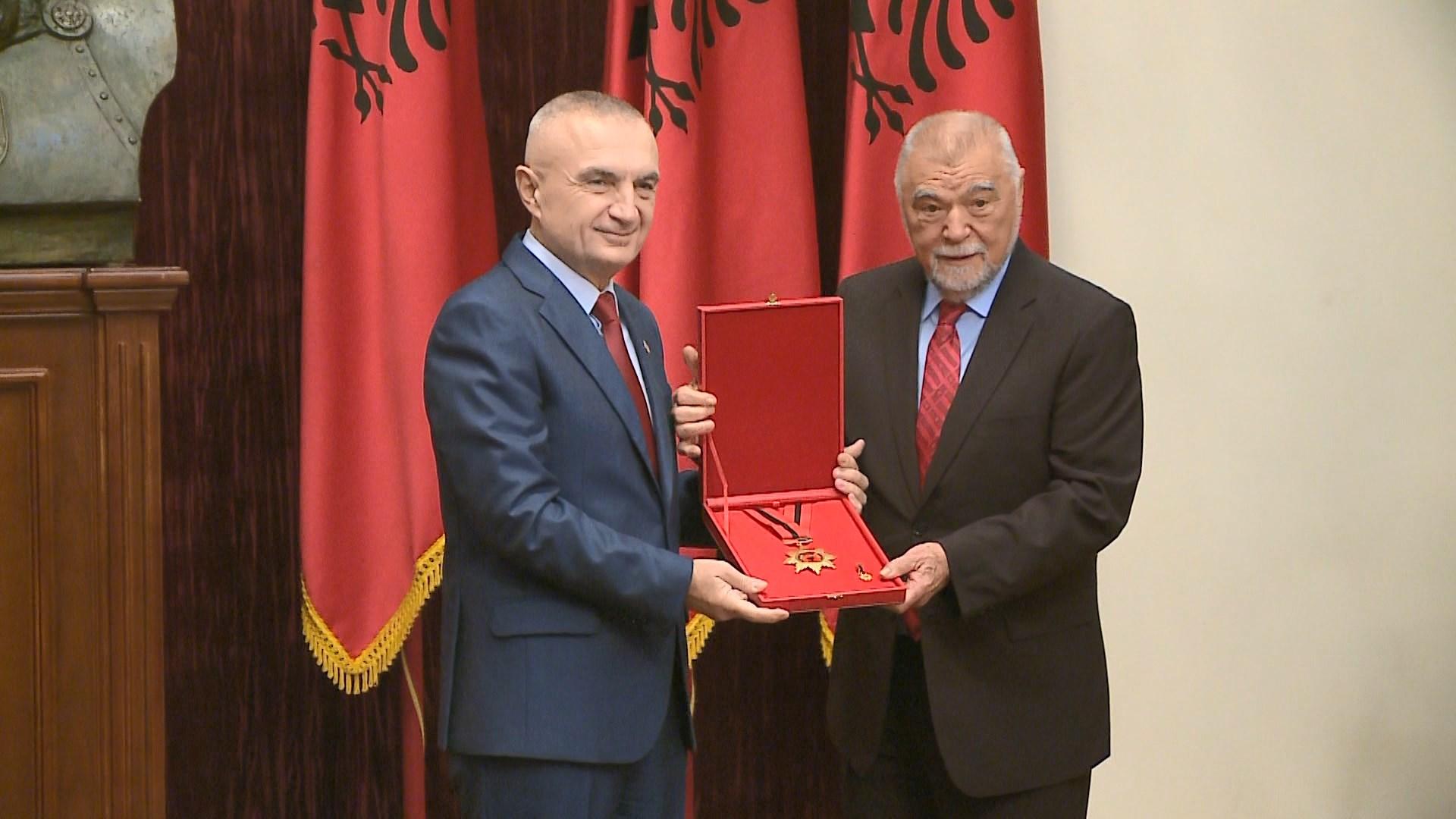 Meta vlerëson me dekoratën e Flamurit ish-Presidentin kroat Mesiç