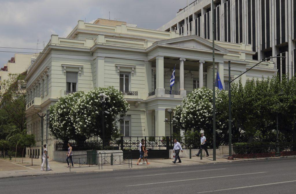 """MPJ greke: Presim sqarime për shpalljen """"non grata"""" të 52 grekëve"""
