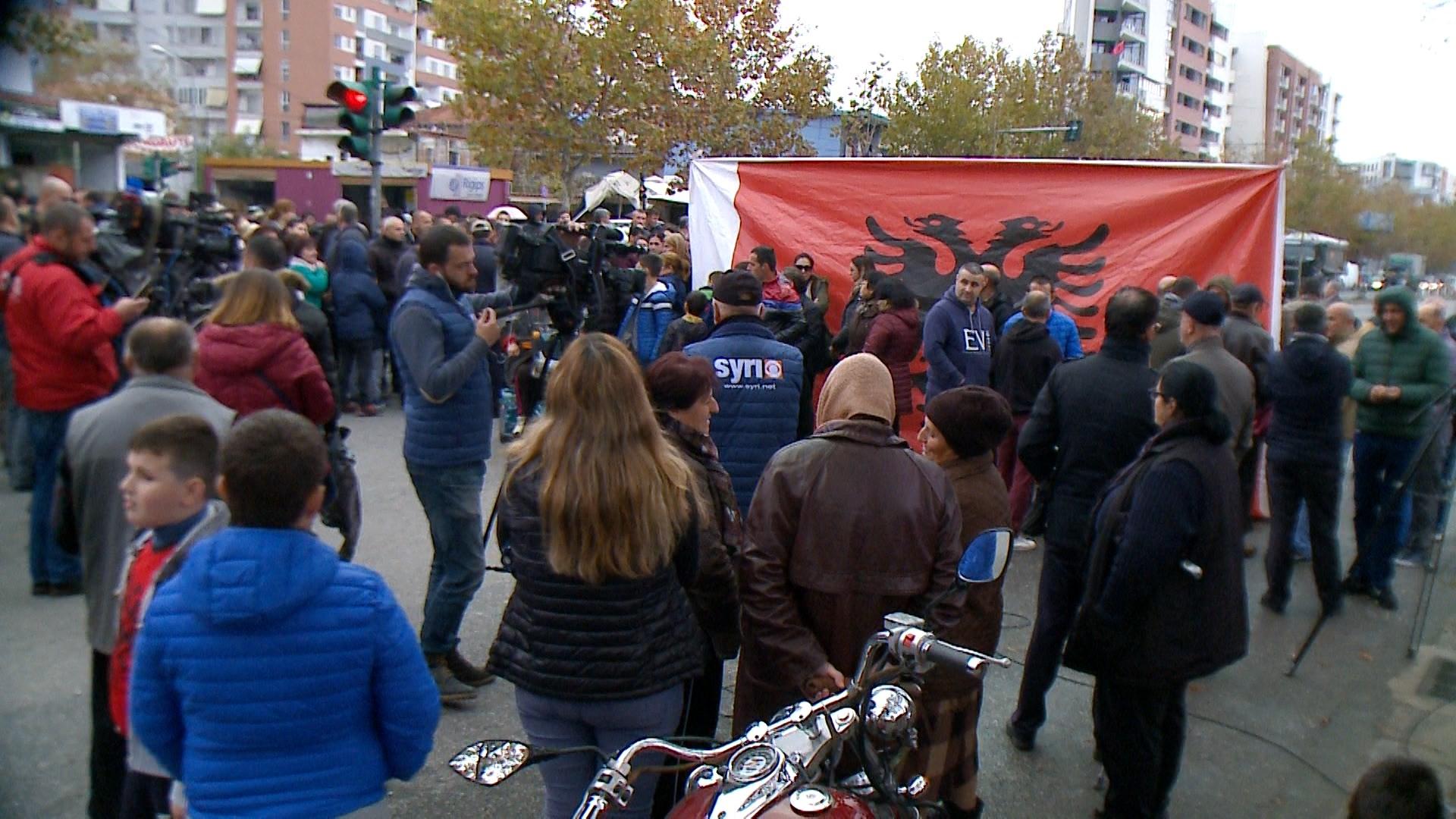 Protesta te Unaza e Re, banorët bllokojnë sërish rrugën