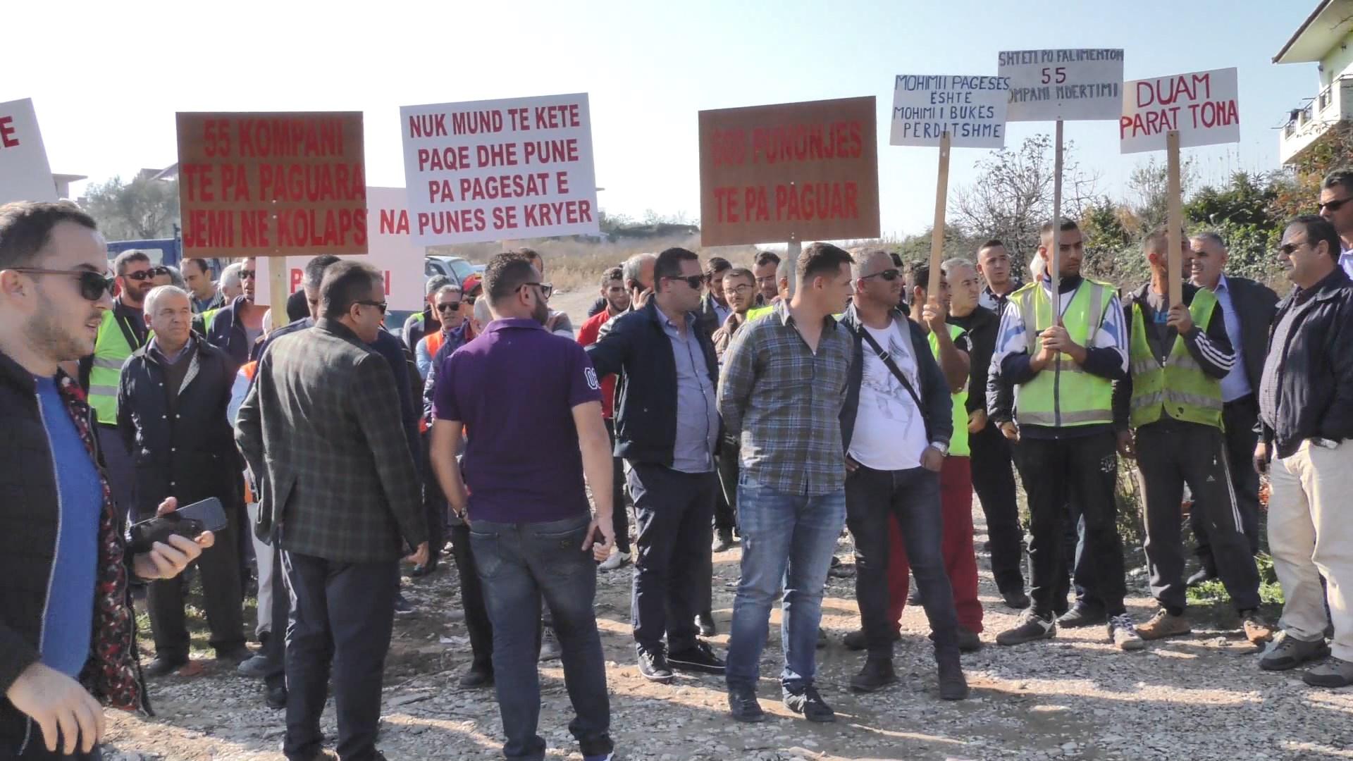 Fier, Banorët e Mbrostarit në protestë