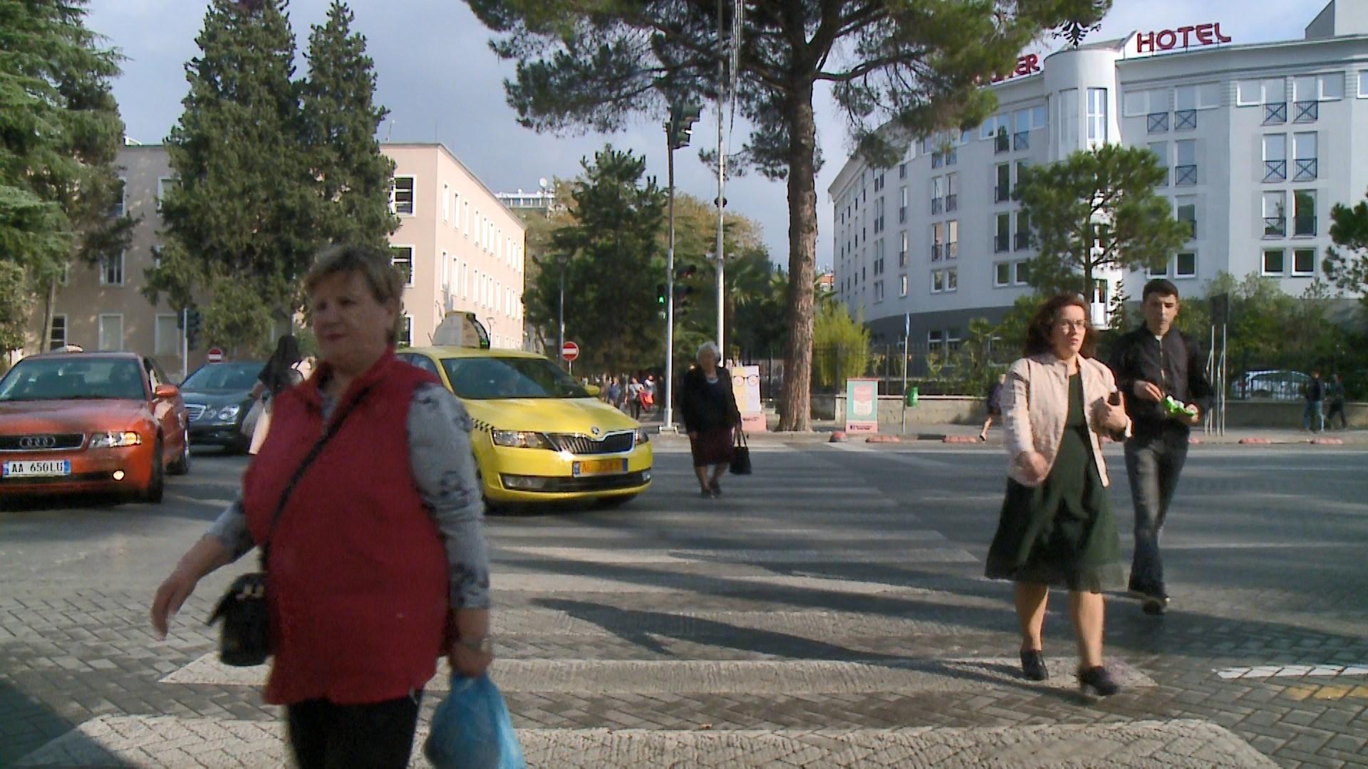 Semaforët burim aksidentesh, ekspertët rrugorë: Të riprogramohen