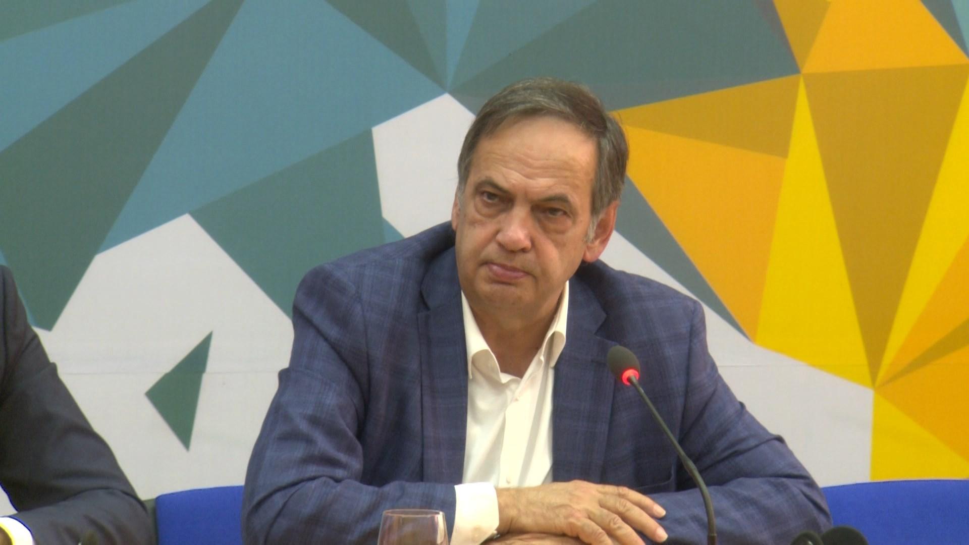Fleckenstein: Shqipëria meriton hapjen e negociatave