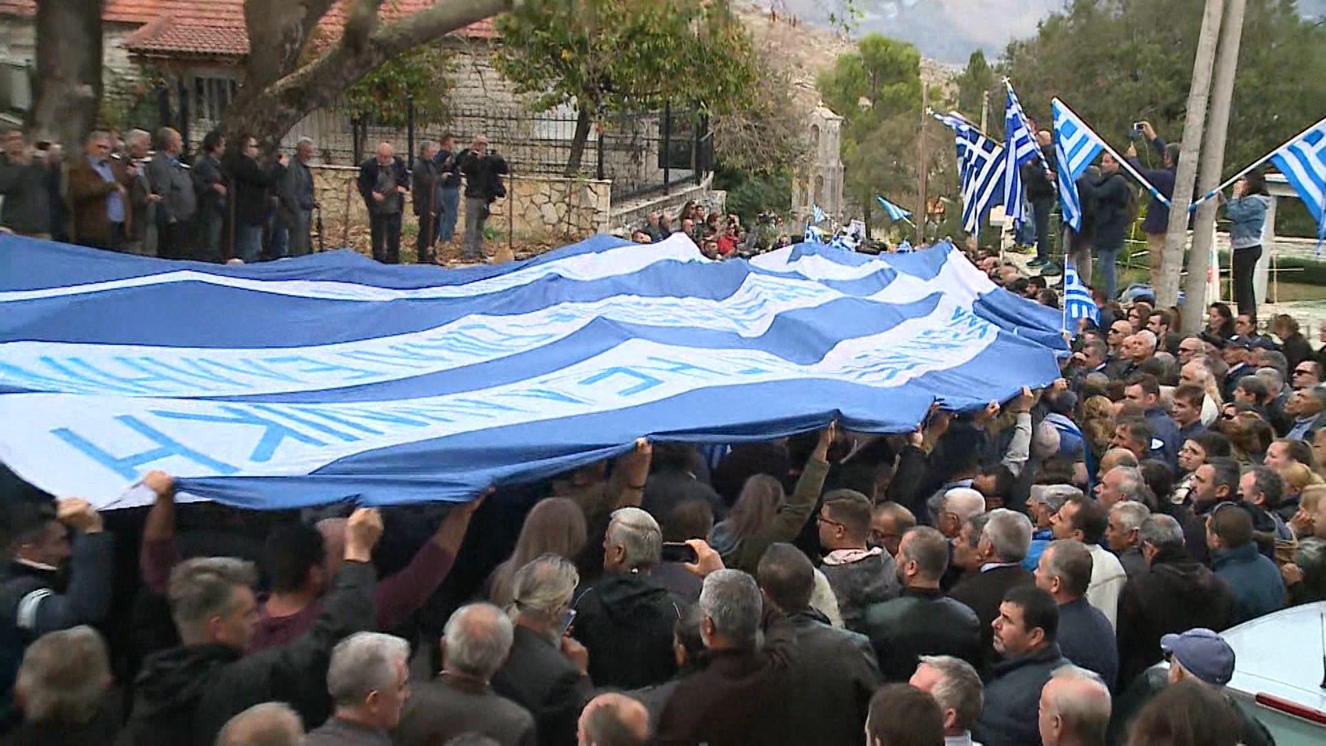 Ceremonia mortore e Kostandinos Kacifas me parrulla antishqiptare