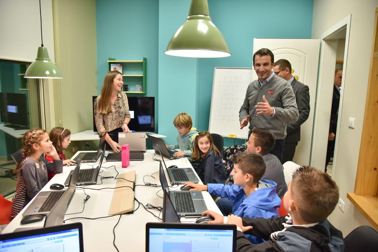 Veliaj-gjate-hapjes-se-qendres-laboratorike-te-inovacionit-per-femijet-2--1280x854.jpg
