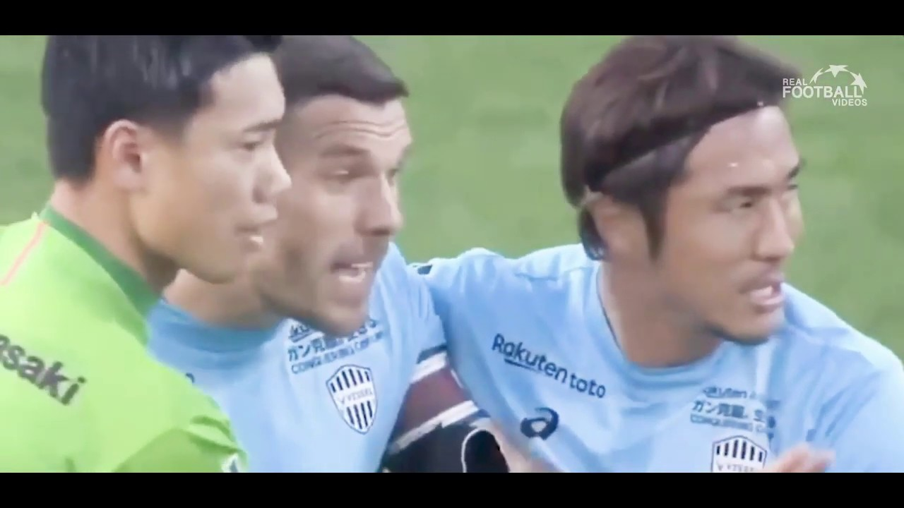 Iniesta e Podolski përfshihen në sherr