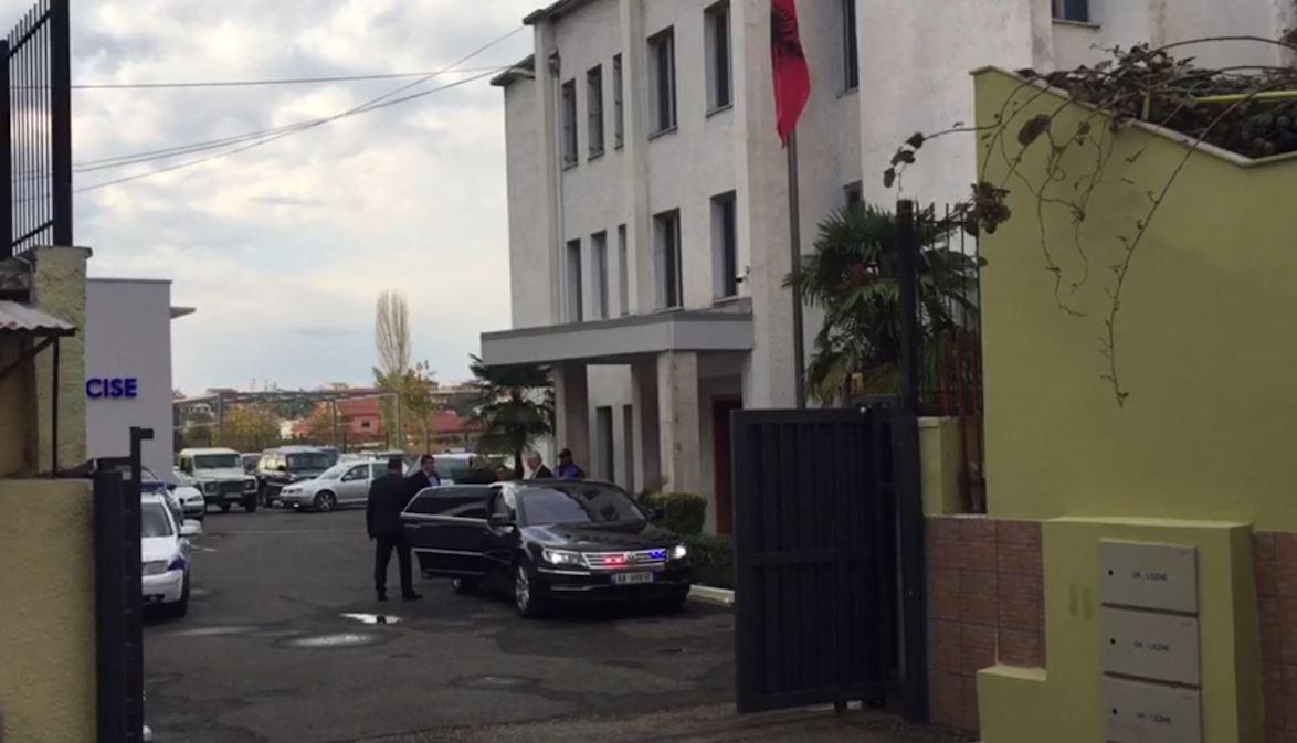 Ministri i Brendshëm takohet me drejtuesit e Policisë së Lezhës