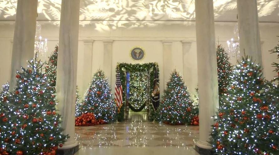 SHBA, Melania Trump tregon zbukurimet për Krishtlindje