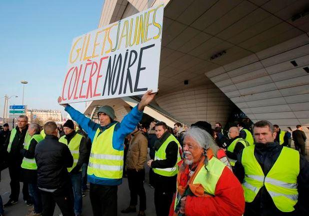 Protestat në Francë, bllokohen dhjetëra depozita karburantesh