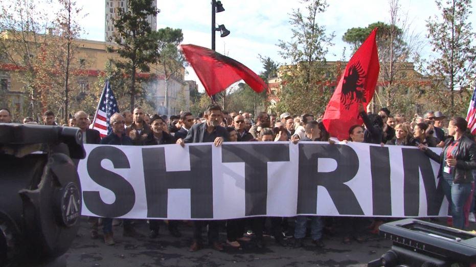 Protesta para bashkisë, procedohen penalisht 20 tubues
