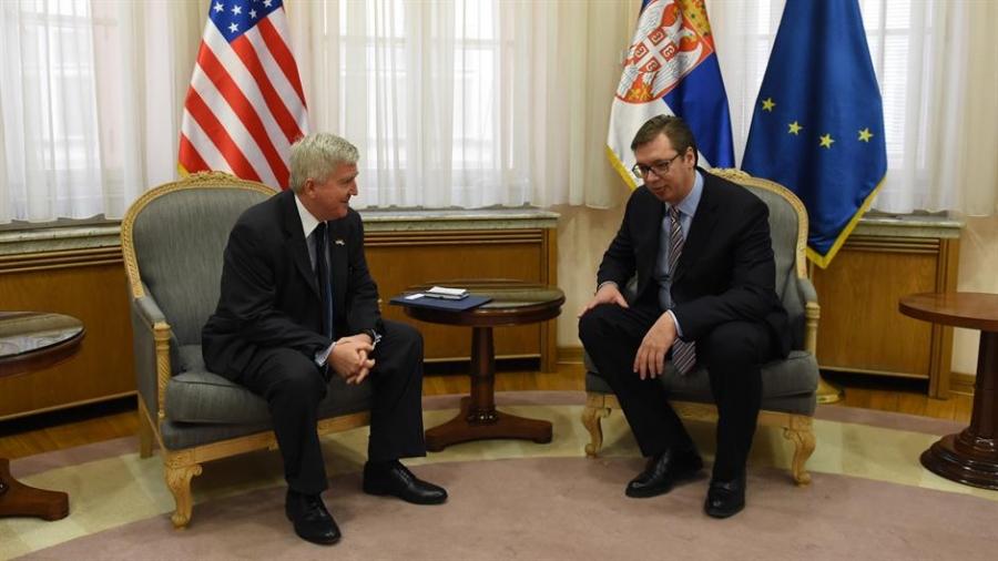 Vuçiç takon ambasadorin e SHBA në Beograd