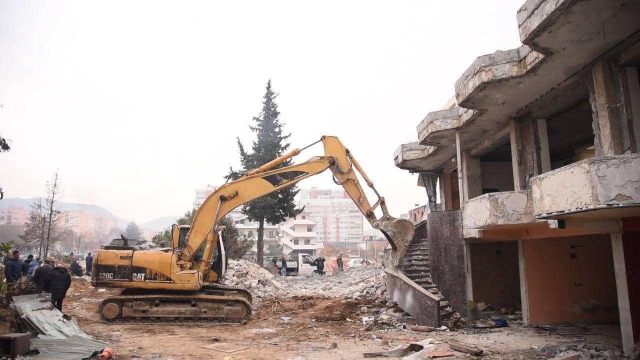 Unaza e Madhe, prishet ndërtesa 3 – katëshe te Astiri
