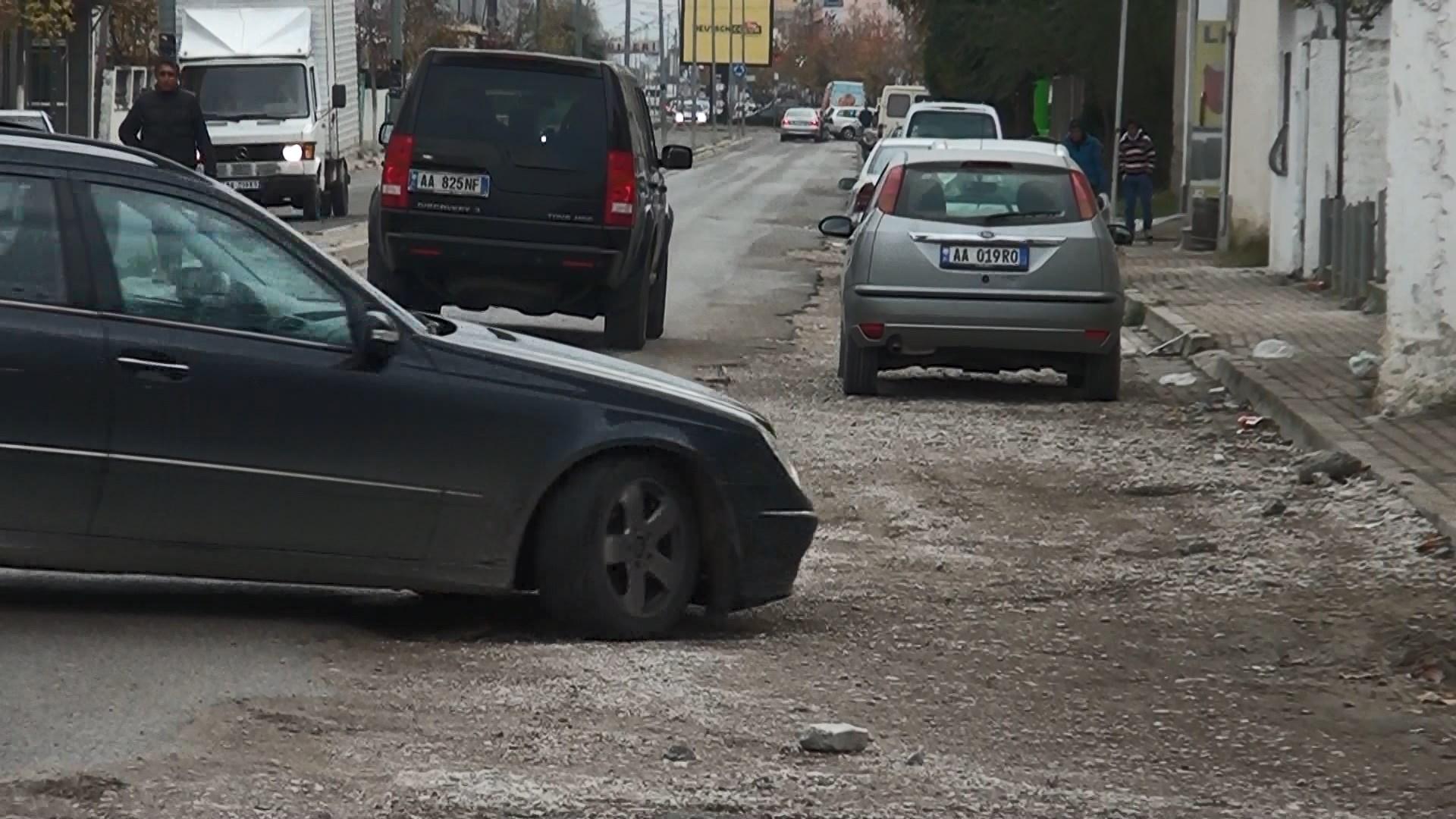 Rrugët e Durrësit, dëmtime e ndërhyrje në investime të sapopërfunduara