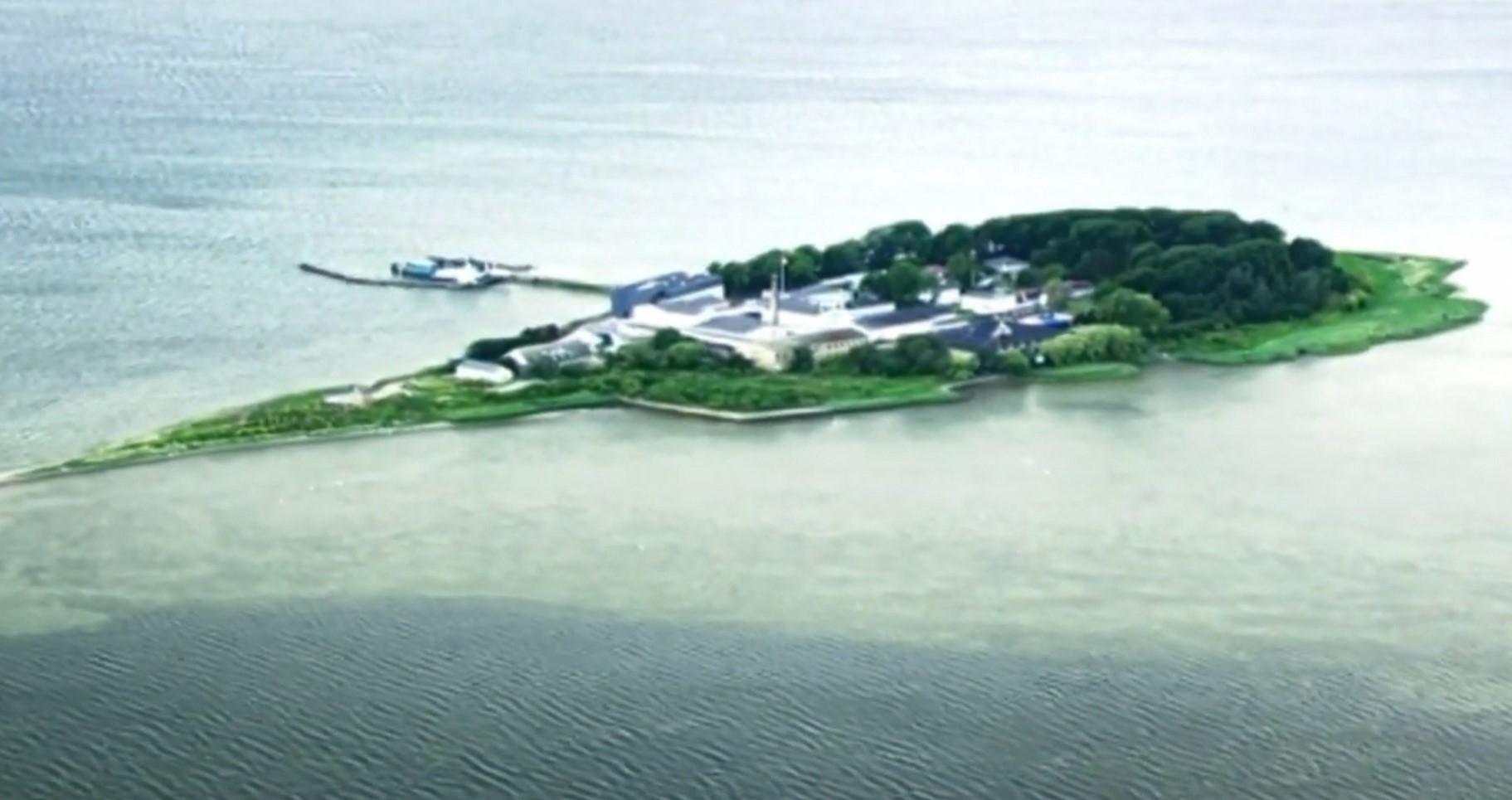 Vendimi i qeverisë në Danimarkë: Emigrantët dhe kriminelët në një ishull