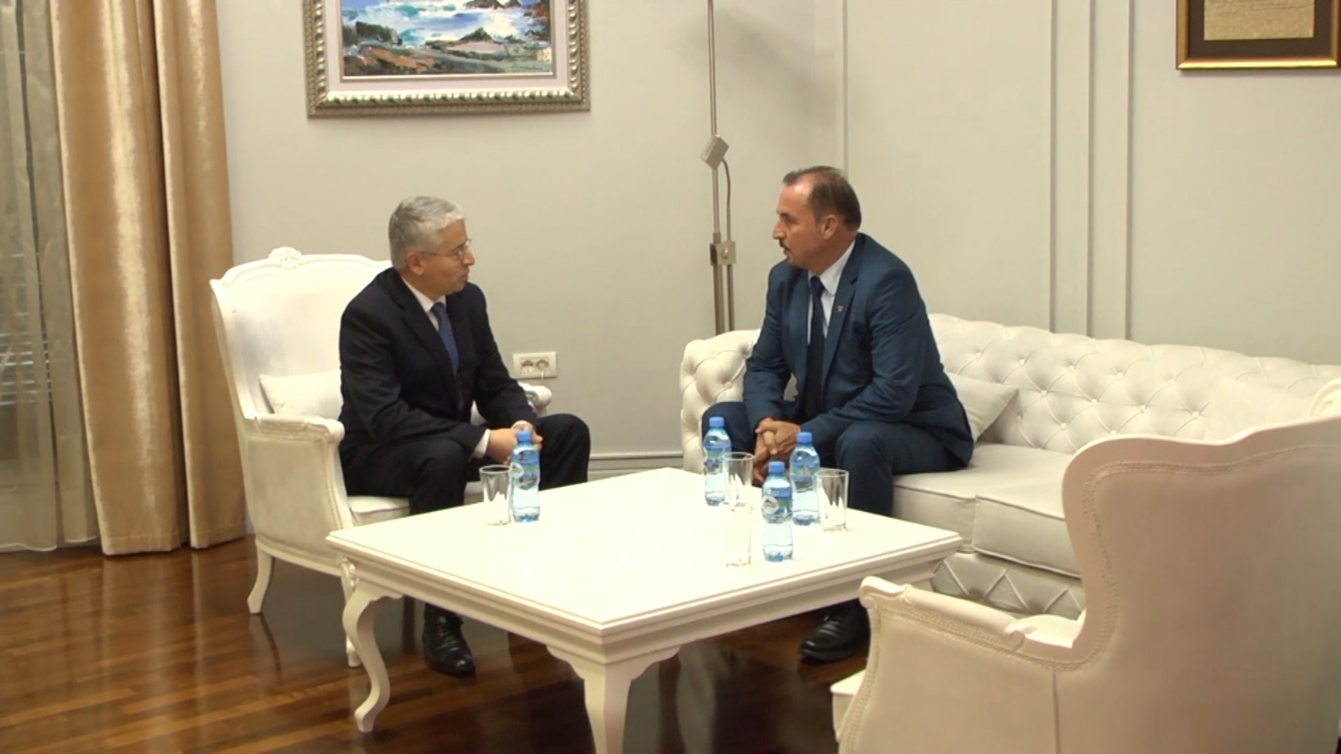 Lleshaj pret homologun e Kosovës Ekrem Mustafa