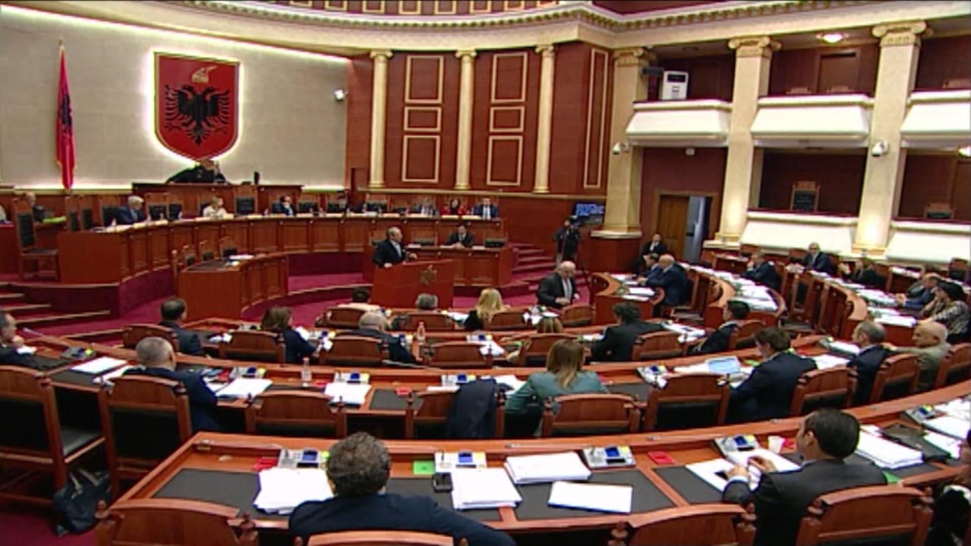 Mazhoranca reagon për thirrjen e Berishës: Të përjashtohet