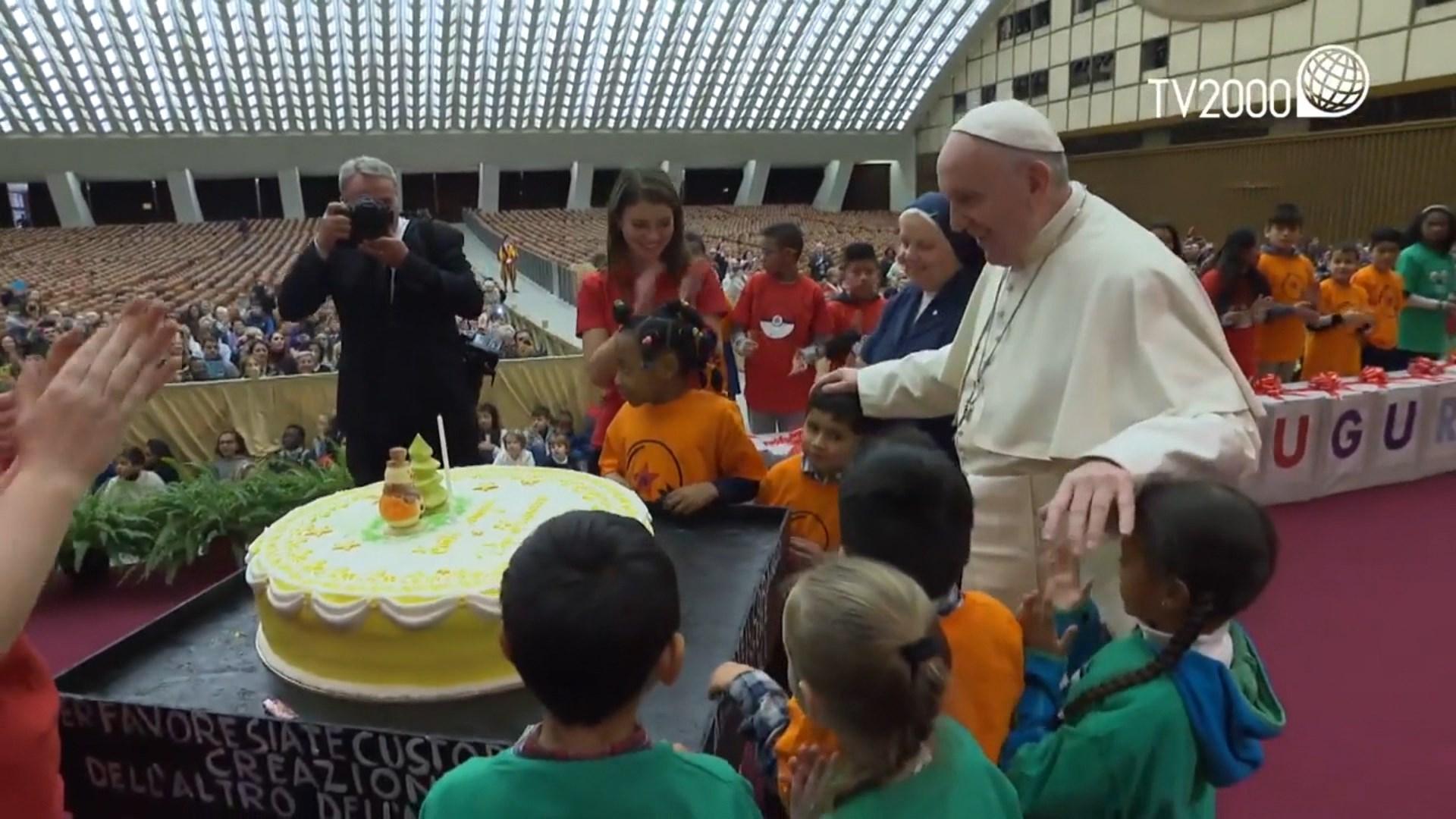 Urime të shumta për 82-vjetorin e Papa Francescos