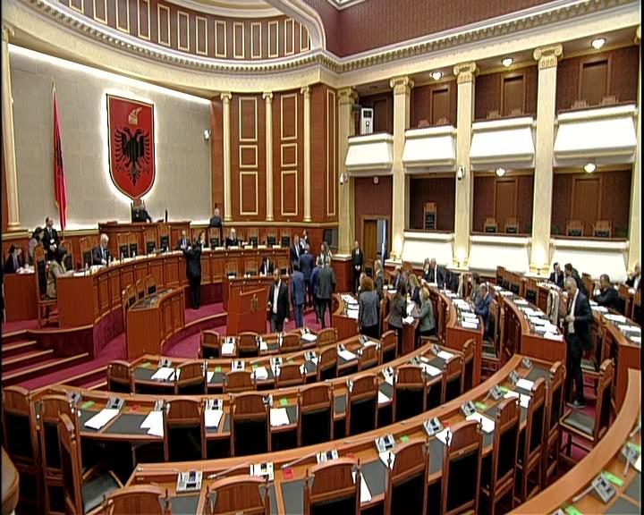 """Parlamenti rrëzon amendamentin """"Braçe"""" për 0% tatim të pagës 40 mijë lekë"""