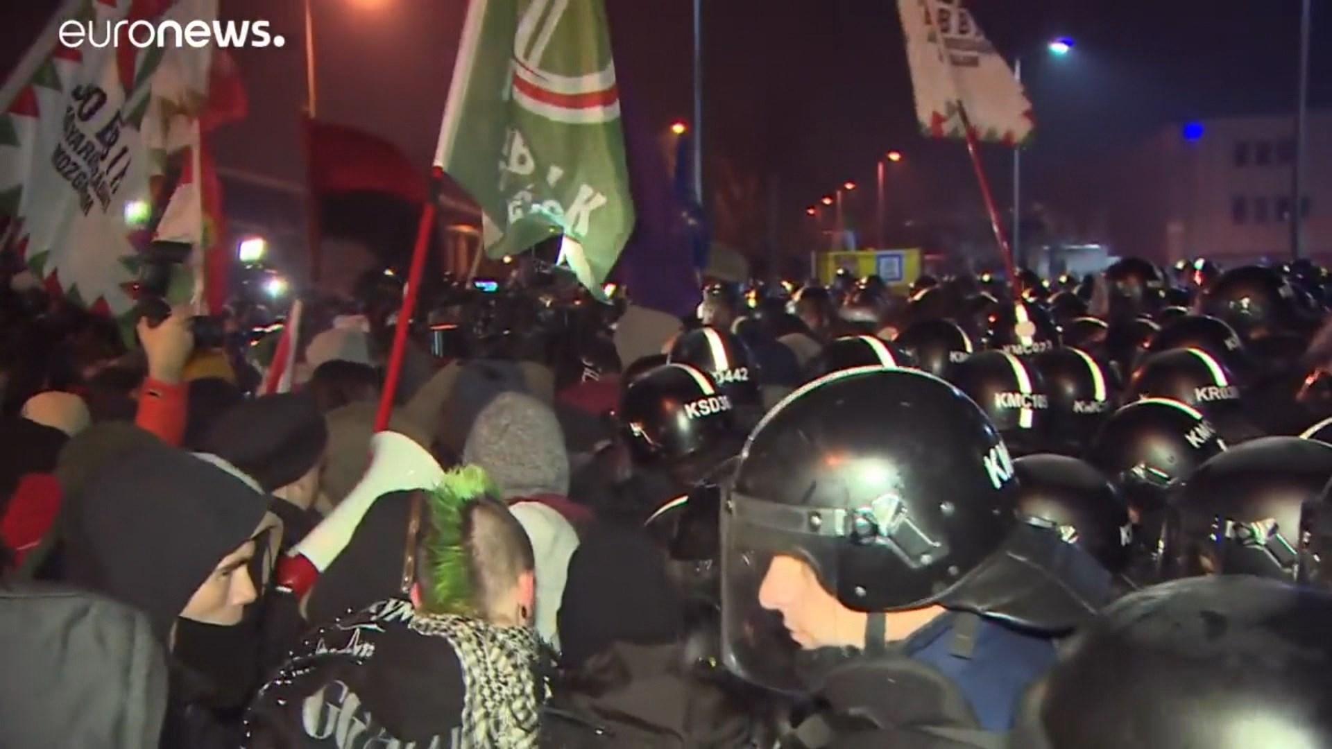 Mijëra protestues në Budapest kundër kryeministrit Orban