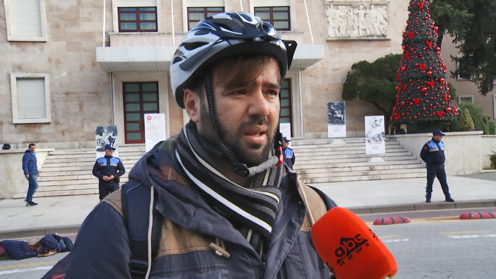 Çfarë bënë studentët që refuzuan protestën te Parlamenti