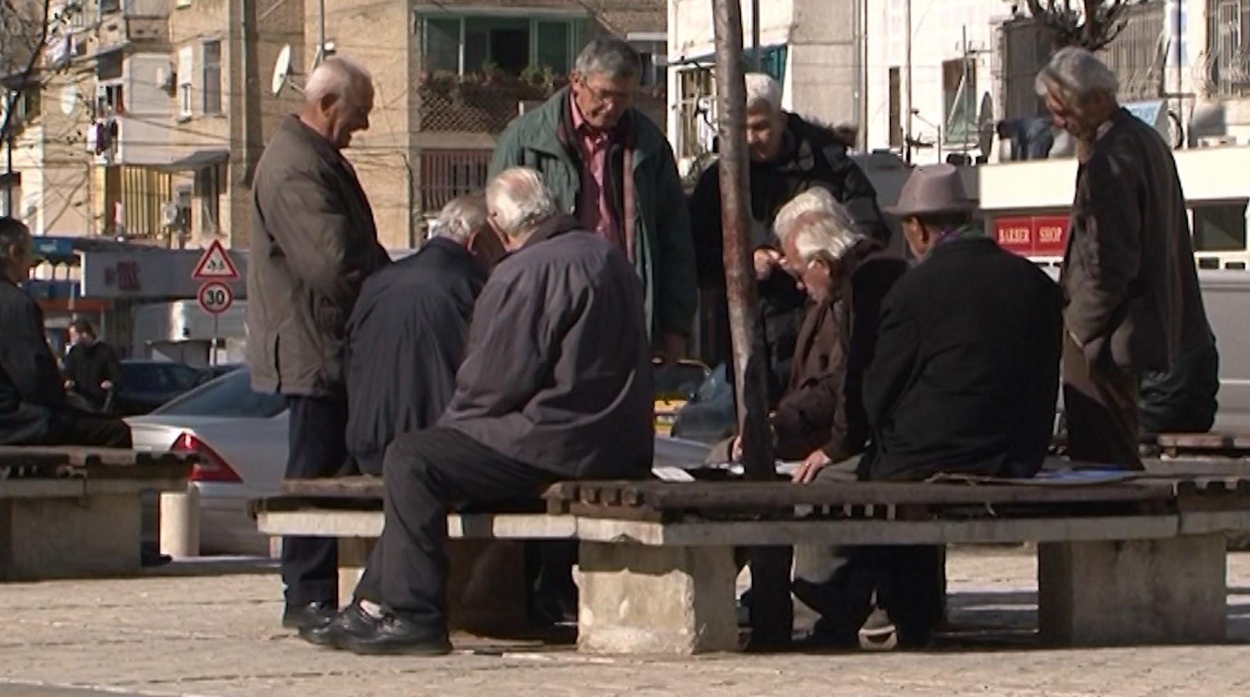 Shpërblimi 5 mijë lekë për fundvit, pensionistët një pjesë të kënaqur
