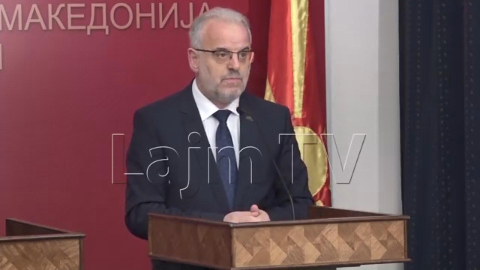 """Talat Xhaferi """"zemërohet"""" me përkthyesen: Fol shqip"""