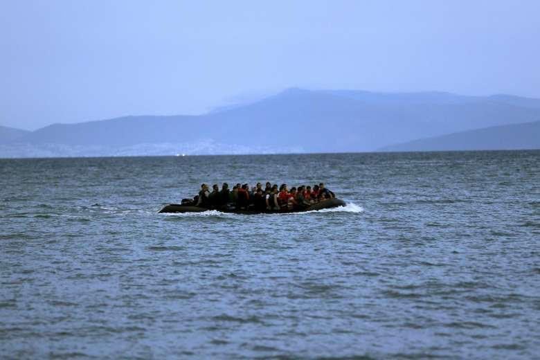 Anija shqiptare shpëton 84 persona në Egje