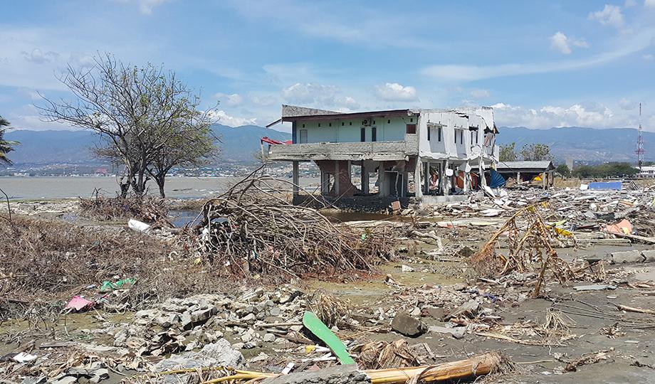 Cunami në Indonezi, vijon të rritet numri i viktimave