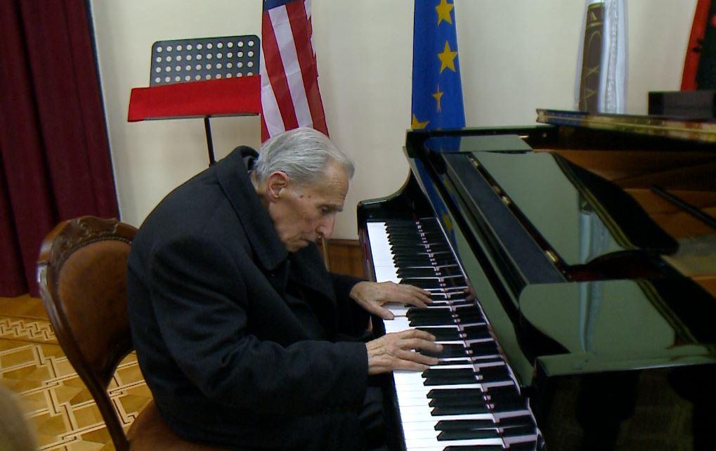 Kompozitori Kozma Lara rrëfen një jetë me muzikën e frymëzuar nga deti