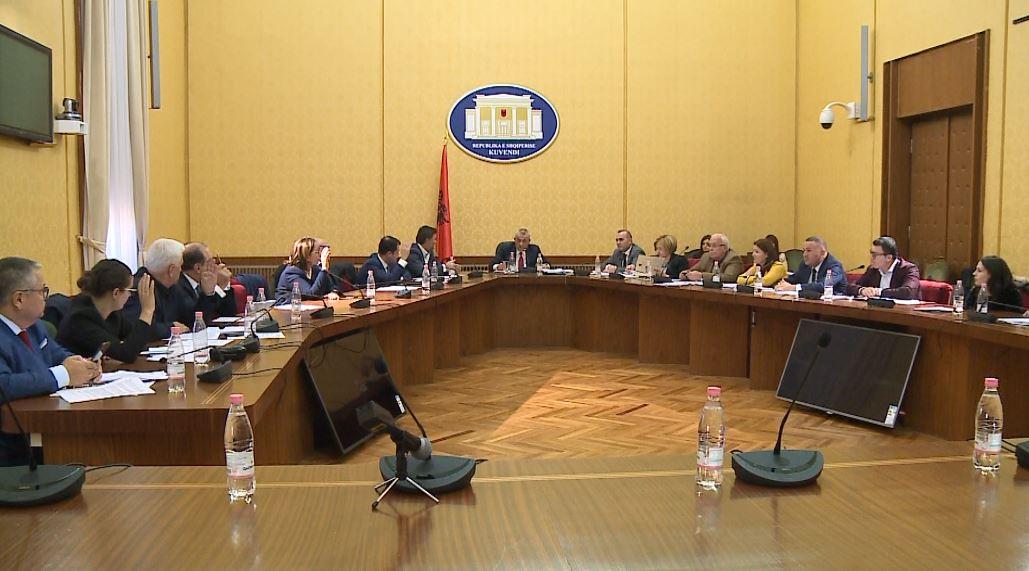 Miratohet raporti për rrëzimin e propozimeve për Vettingun në politikë