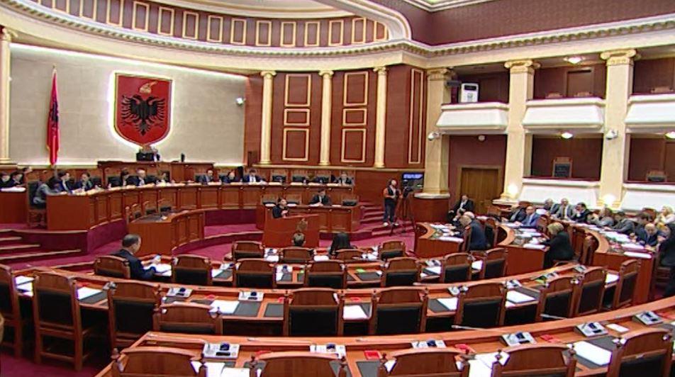 Opozita thyen bojkotin, dërgon 8 deputetë në parlament për studentët