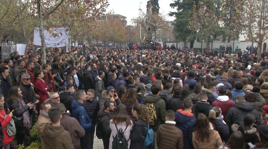 Senati Akademik i Universitetit të Arteve mbështet protestën dhe kërkesat e studentëve