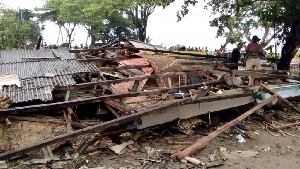 Tsunami zbarkon në ishuj në Indonezi, mbi 220 të vdekur