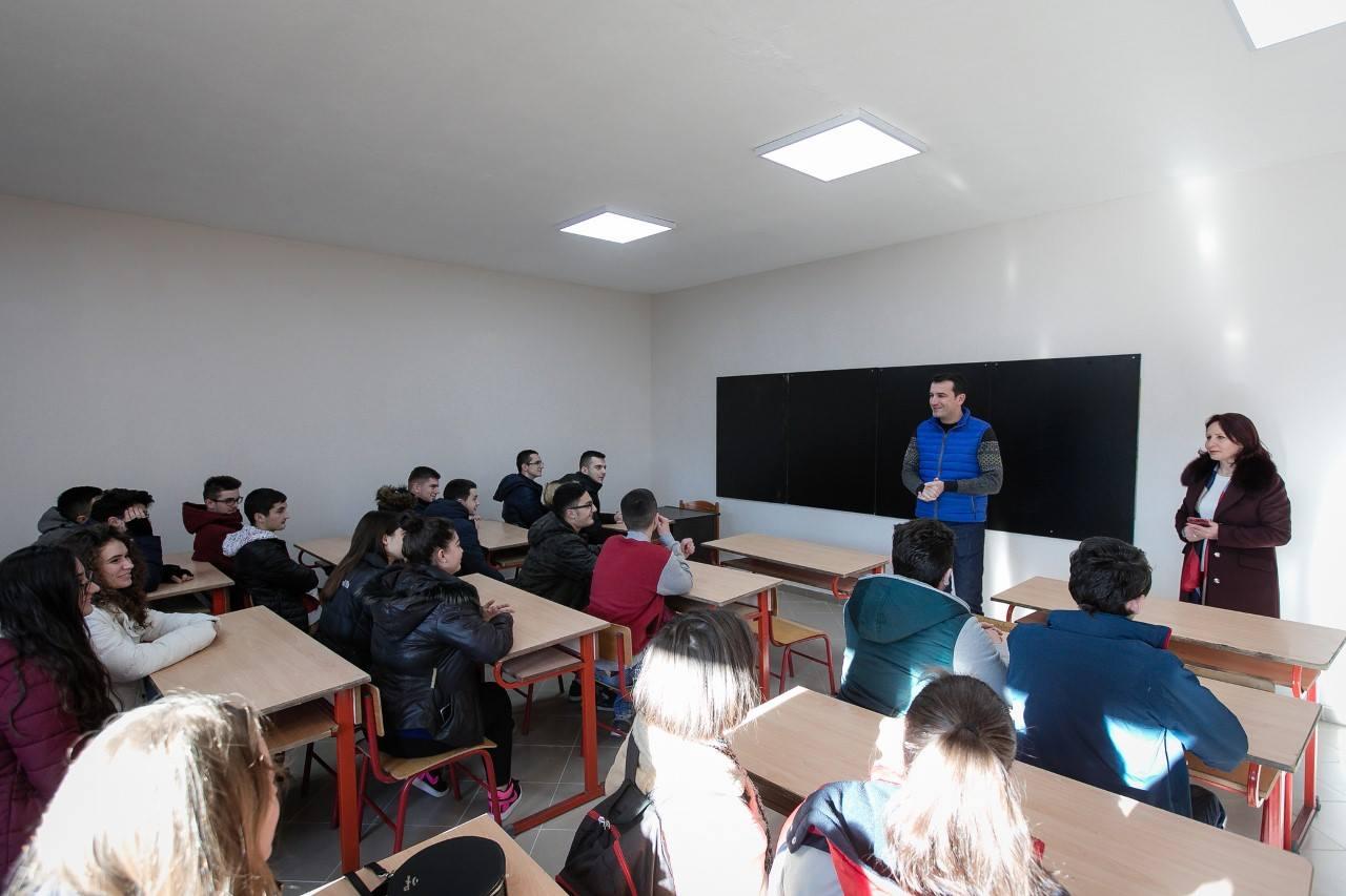 """Nxënësit e """"Ismail Qemalit"""" e nisin vitin në mjedise të reja"""