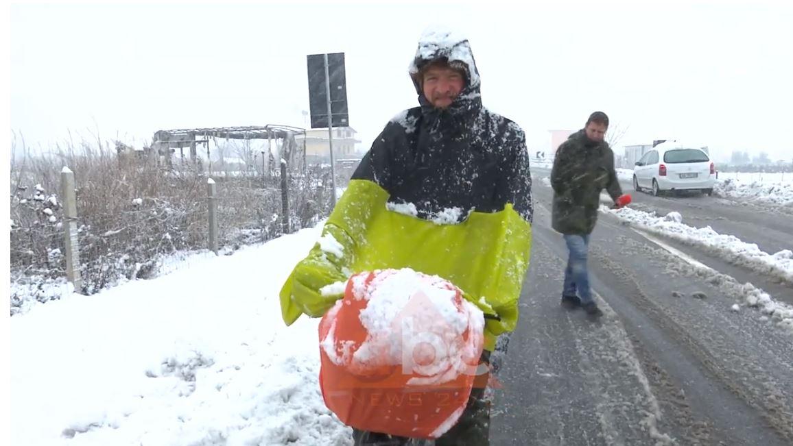 Biçiklisti francez që sfidon motin me borë në Shkodër: Është mahnitëse