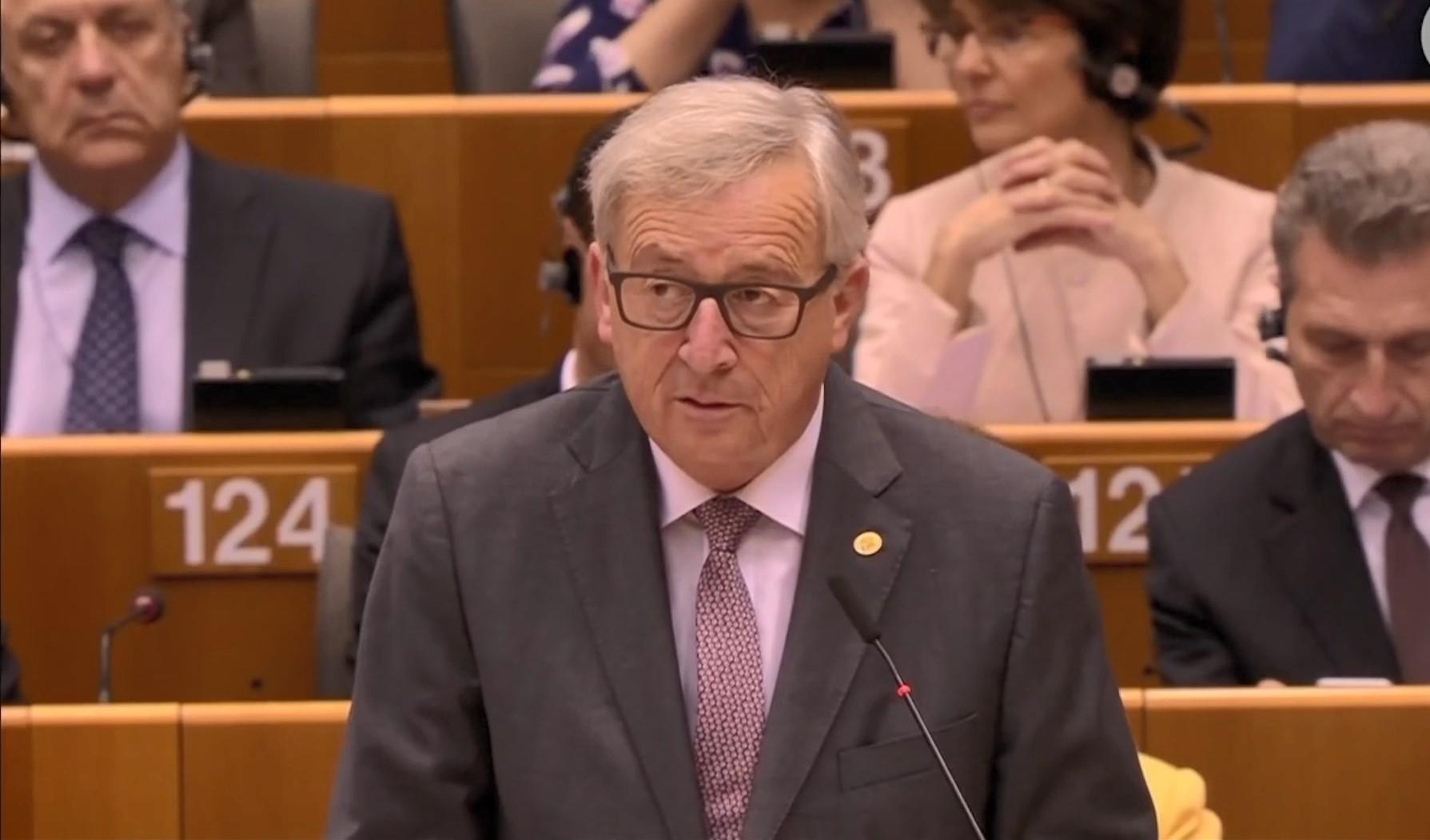 """""""Brexit nuk rinegociohet"""", Juncker: BE të përgatitet për skenarin më të keq"""