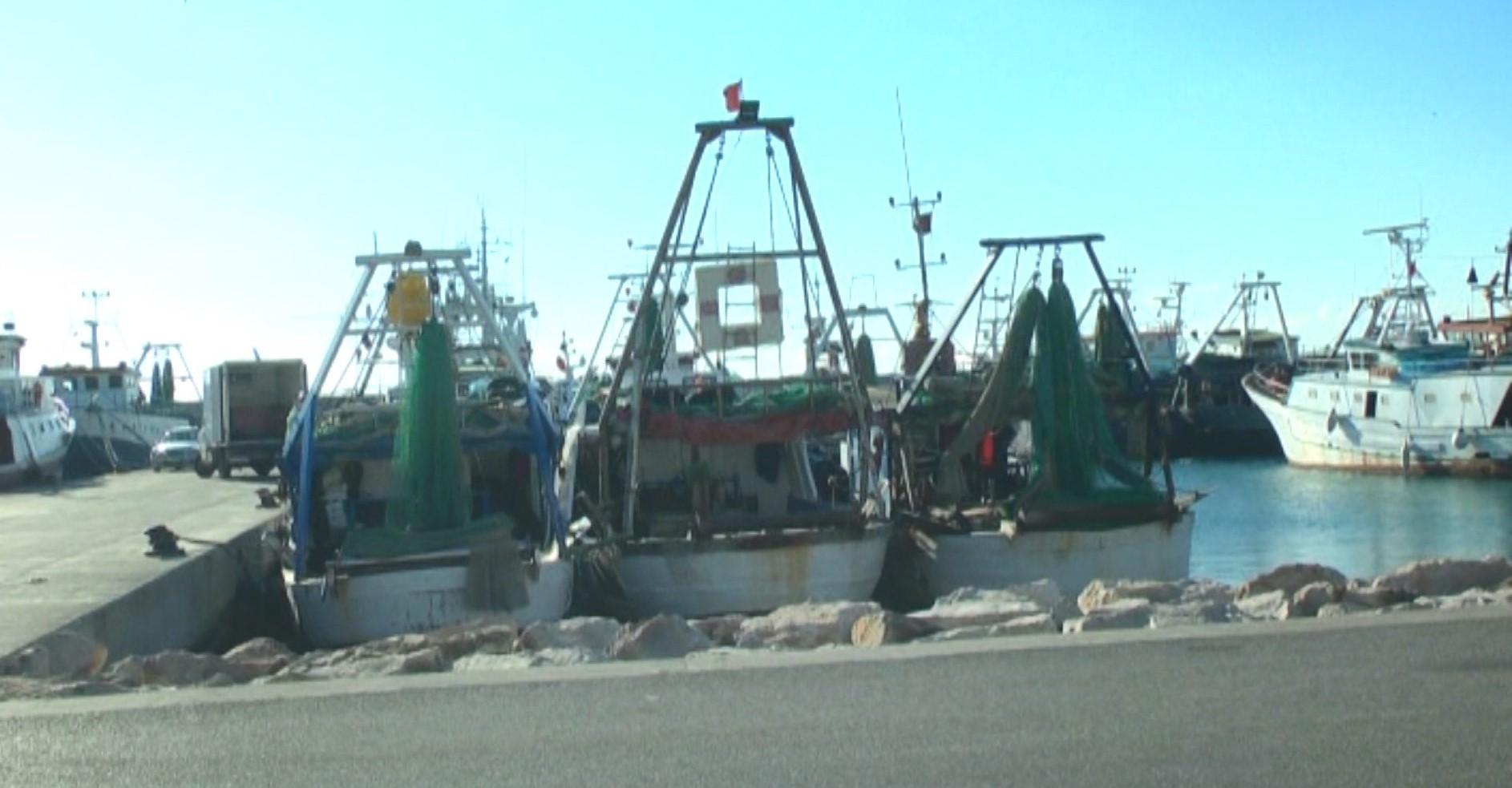 Temperaturat nën zero, anijet e peshkimet prej datës 2 të bllokuara