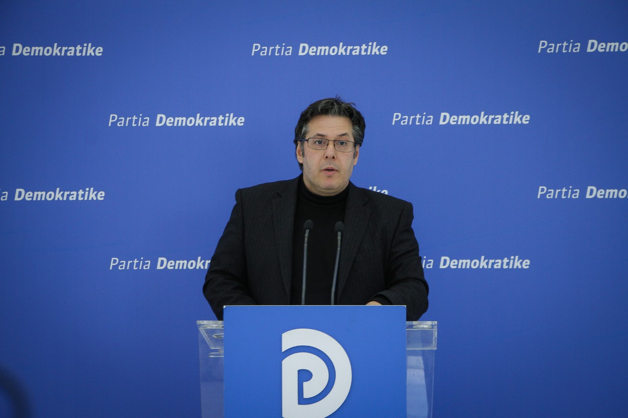 Deklarata e DASH, reagon Paloka: Amerika u vendos edhe njëherë në krah të shqiptarëve, ligji mbi të gjitha