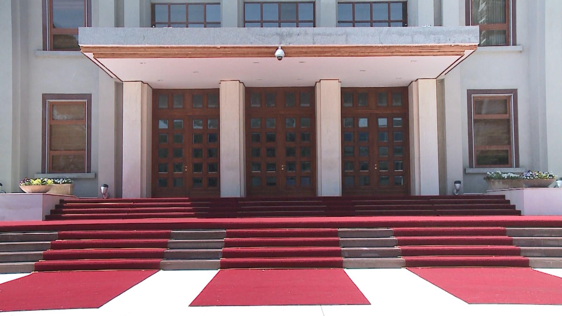 Mbërrijnë në Presidencë emrat e ministrave të rinj
