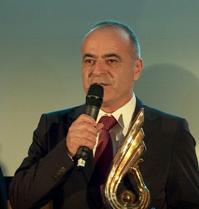 """Kadri Morinaj nderohet në Paris me çmimin """"The Best"""""""