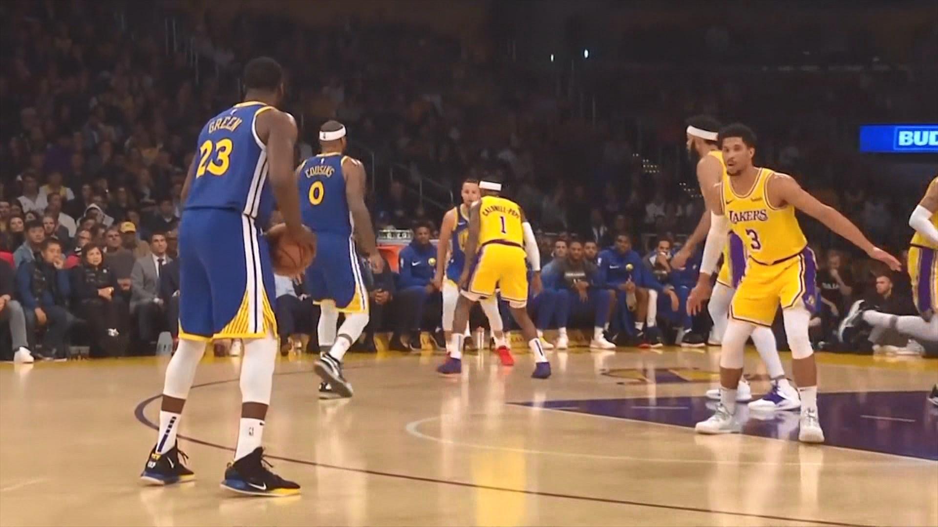Klej Tompson, i pari lojtar në NBA që realizon 10 gjuajtje për 3 pikë