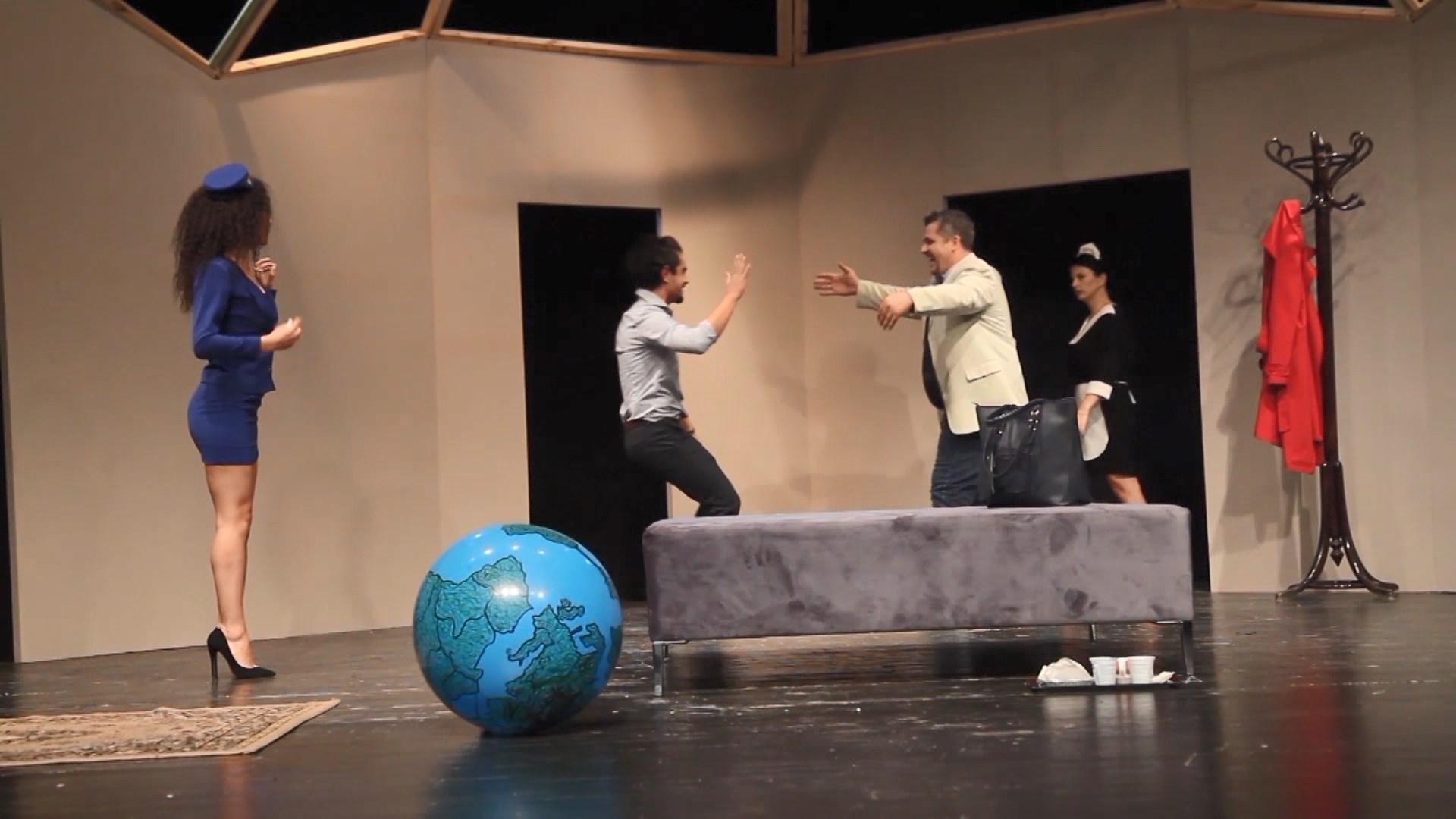 Teatri Eksperimental çel sezonin artistik i pari, ende i paqartë drejtuesi