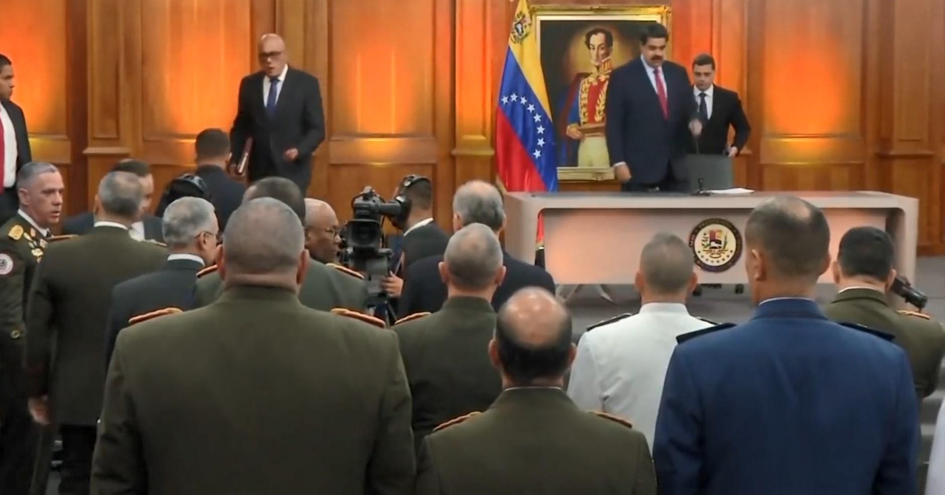 """""""Zyrtarët Amerikanë diskutojnë ndërhyrjen ushtarake në Venezuelë"""""""