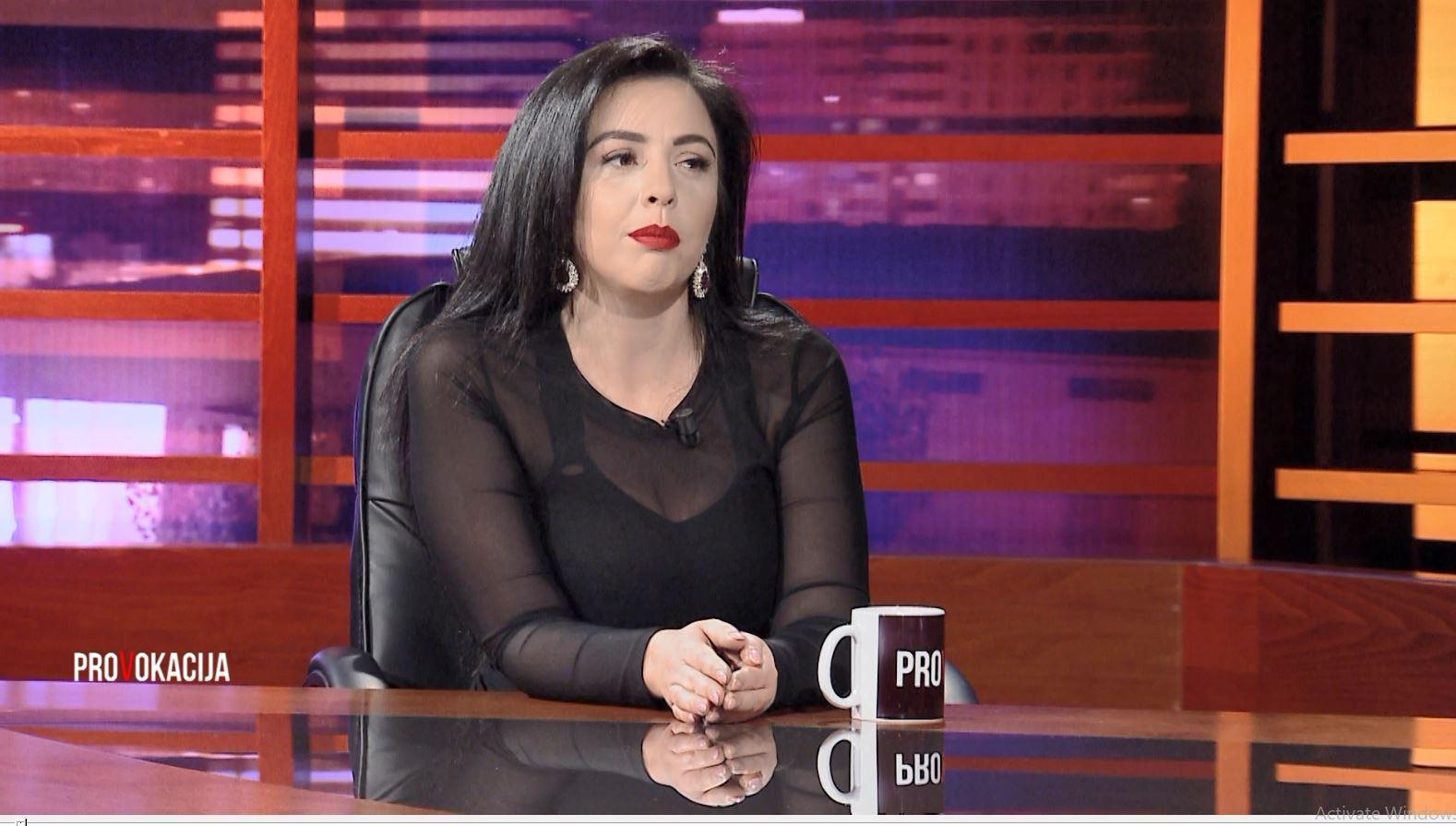 """Regjisorja Luli Hoxha në rolin e aktores te drama """"Kreditorët"""""""