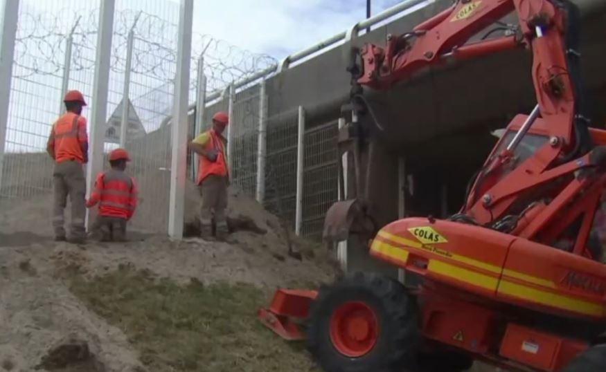 Mur tre metra i lartë kundër emigrantëve