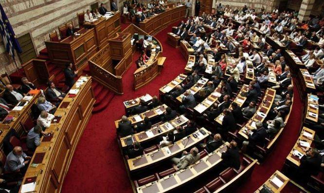 """Greqi, shtyhet votimi i """"Prespës"""", politikanët dhe qytetarët kundër"""