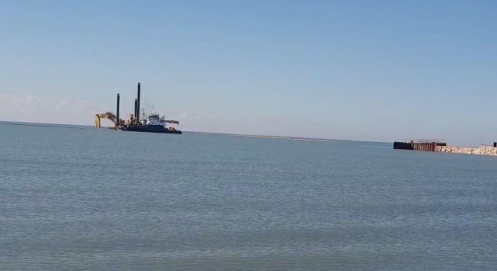 """""""Përbindëshat e detit"""" nisin punën në bregdetin e Semanit"""