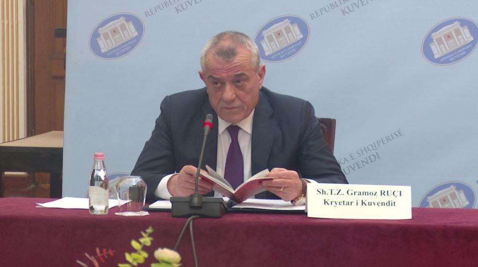 Ruçi për dekretet e Presidentit: Nuk e ka lexuar mirë Kushtetutën