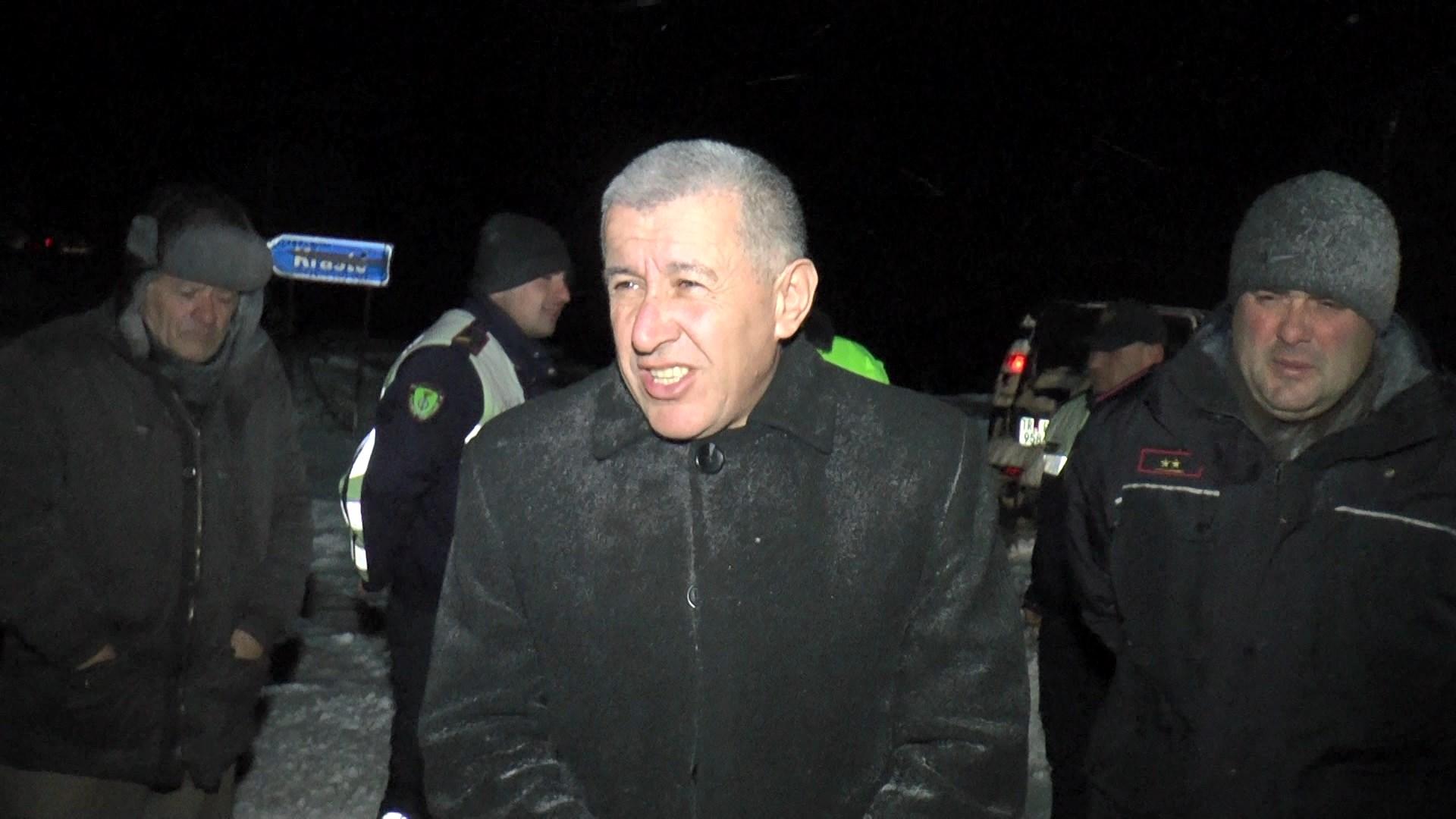 Prefekti i Dibrës dhe shefi i policisë në mesnatë në Qafën e Buallit