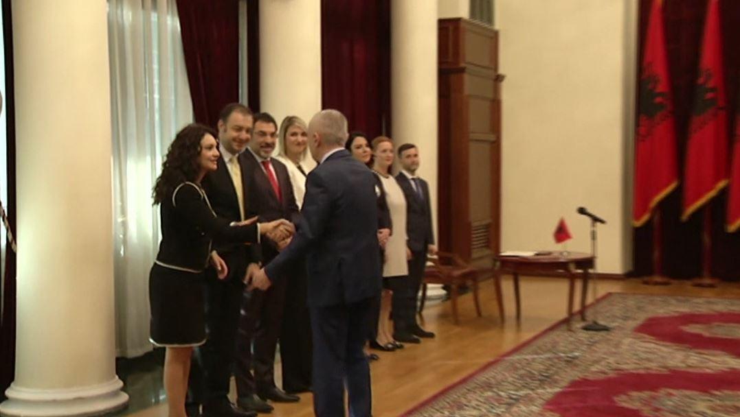 Betohen në Presidencë, ministrat e rinj marrin zyrtarisht detyrën