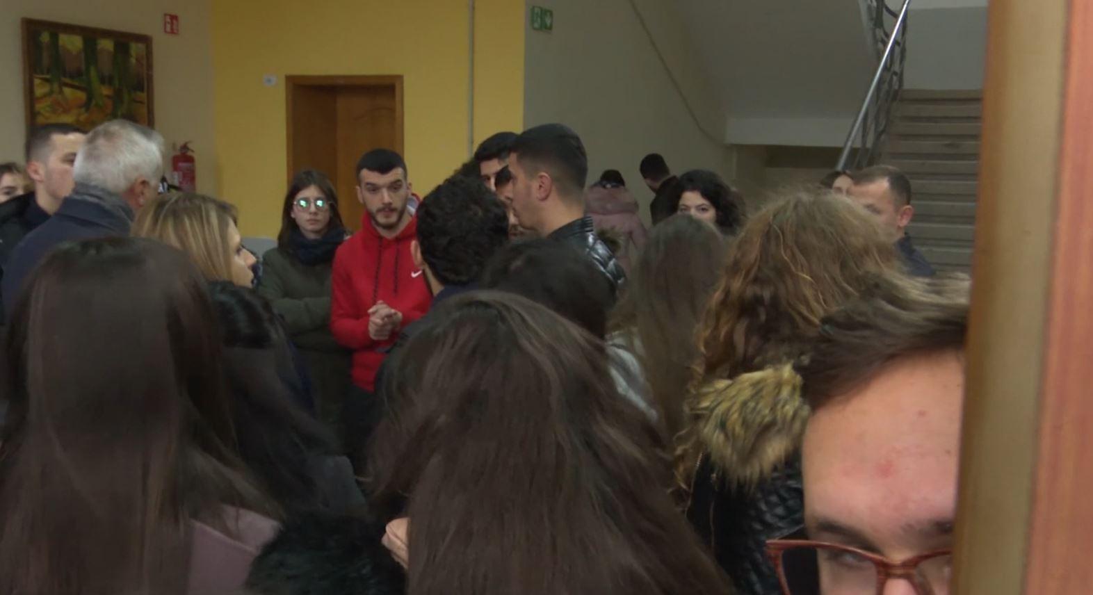 """Kaos në Universitetin """"Luigj Gurakuqi"""", flet rektori dhe studentët"""